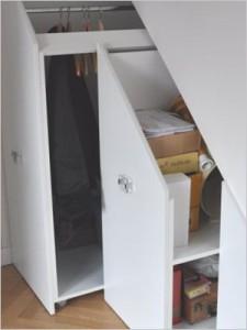 Des rangements sur mesure pour r pondre tous les besoins solutia services domicile le blog for Penderie sous escalier